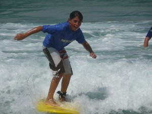 Thomas en surf plaisir